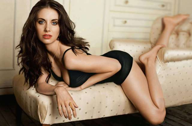 Alison-Brie-hot-thighs