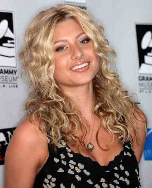 Aly Michalka cleavage pic (2)