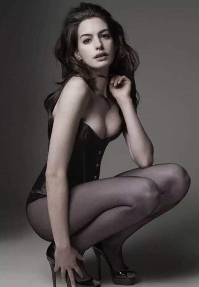 Anne Hathaway hot boobs