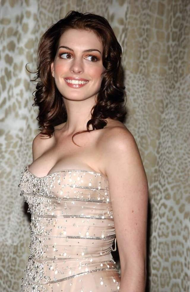 Anne Hathaway sexy boobs pictures (2)