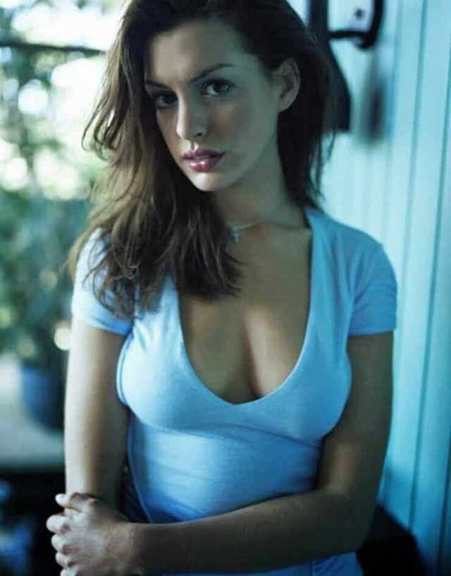 Anne Hathaway sexy boobs pictures