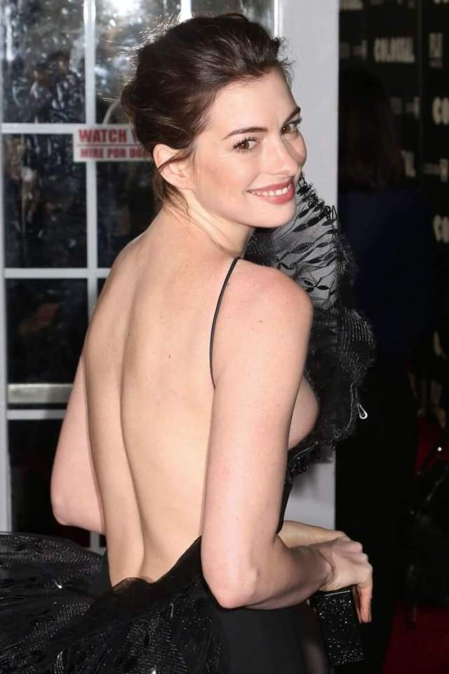 Anne Hathaway sexy cleavage pics