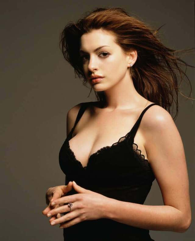 Anne Hathaway sexy pics (2)