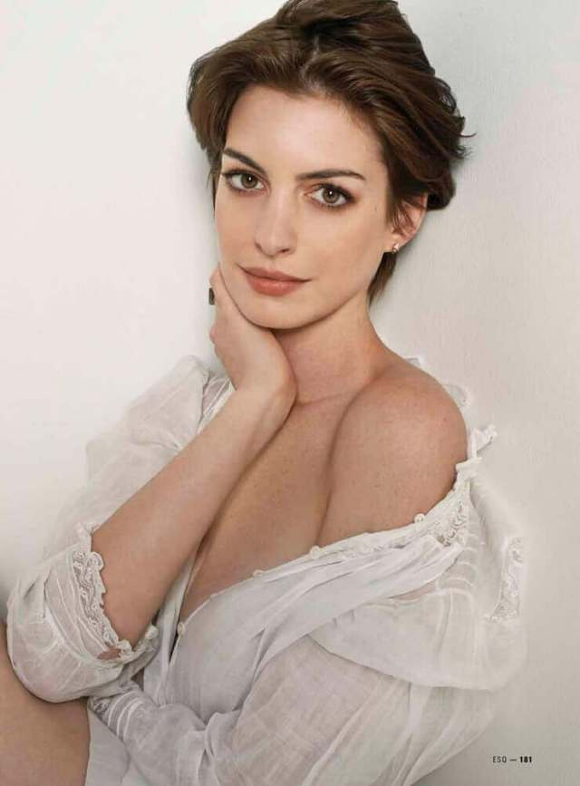 Anne Hathaway sexy side pictures (2)
