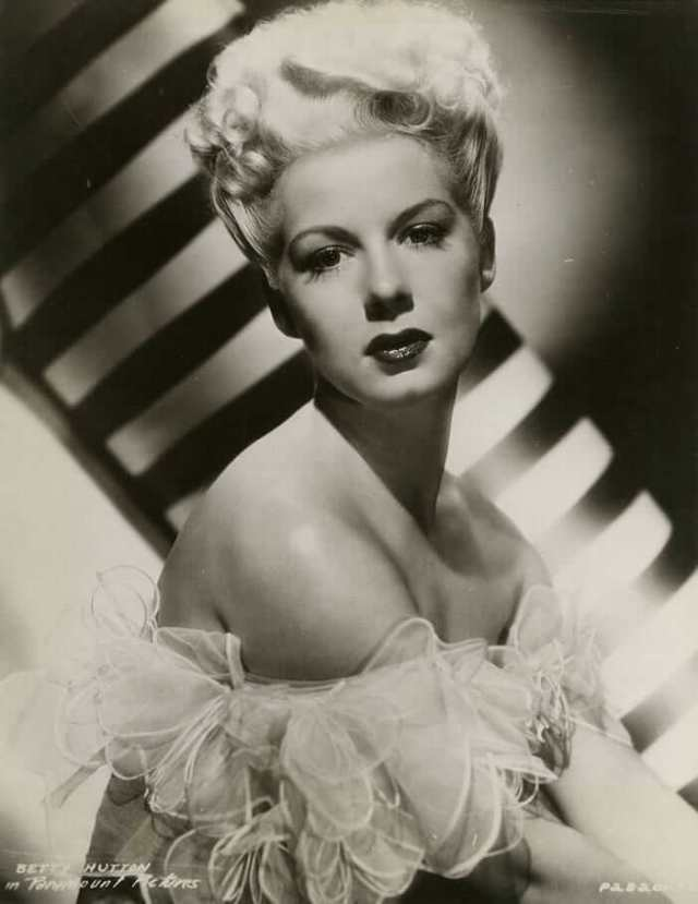 Betty Hutton hot cleavage pic