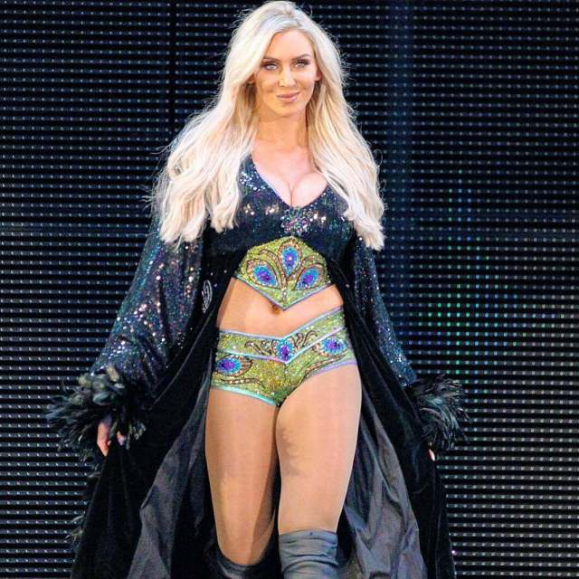 Charlotte-Flair-thighs-awesome-pic
