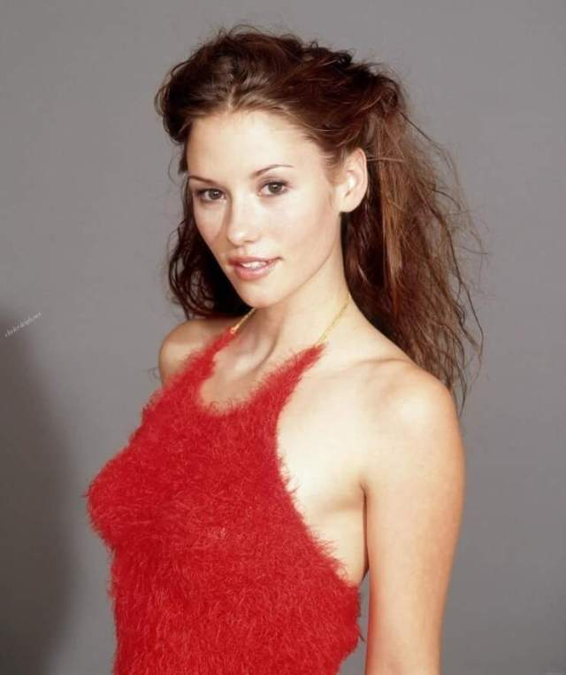 Chyler-Leigh red dress pic