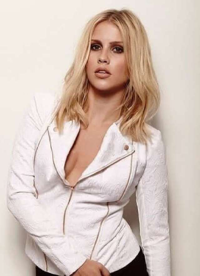 Claire Holt awesome photo (2)