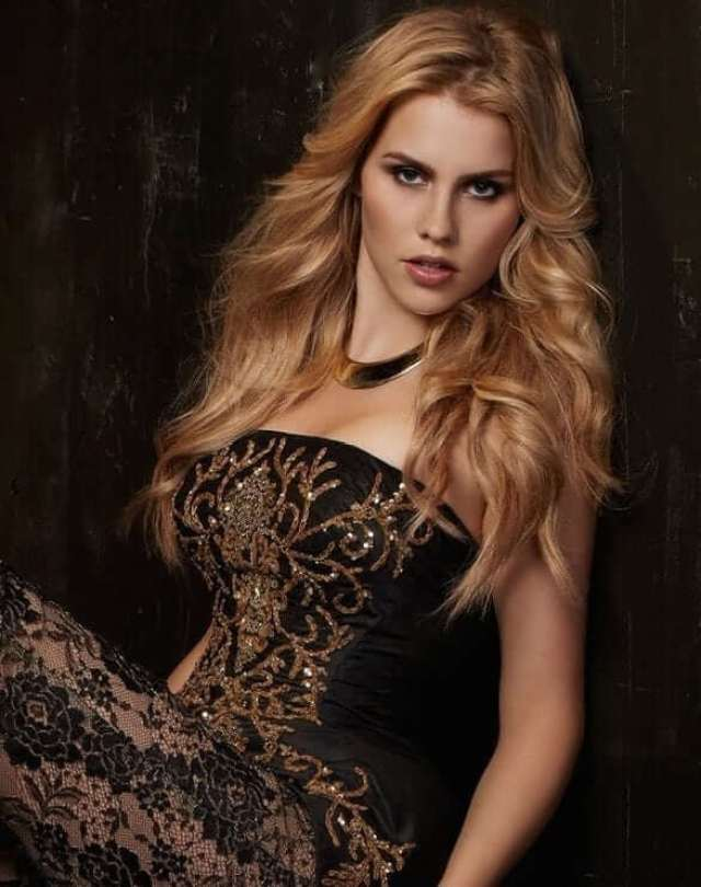 Claire Holt sexy hair (2)