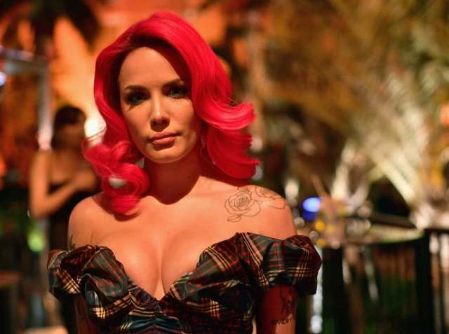 Halsey hot cleavage pictures (1)
