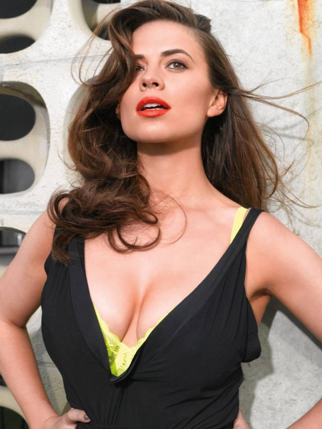 Hayley Atwell sexy boobs pictures