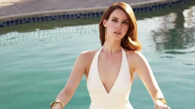 Lana Del Rey cleavage pictures (4)