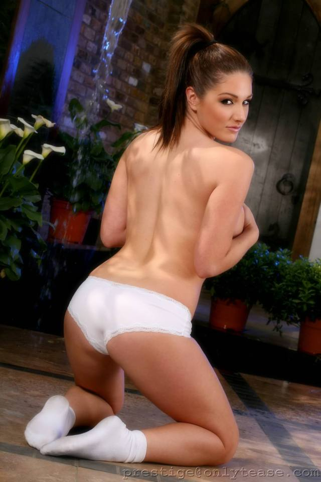 Lucy Pinder butt pic