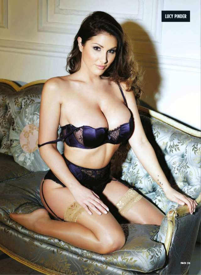 Lucy Pinder sexy cleavage pic