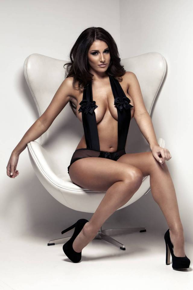Lucy Pinder sexy feet pics