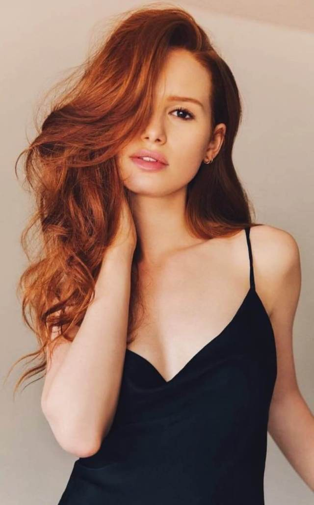 Madelaine Petsch cleavage pictures (5)