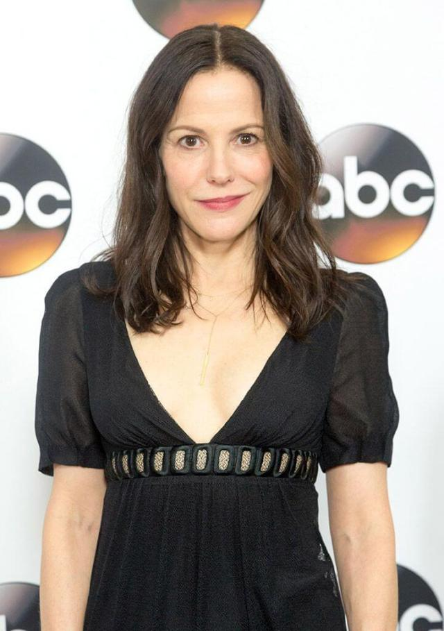Mary-Louise Parker sexy black dress pic