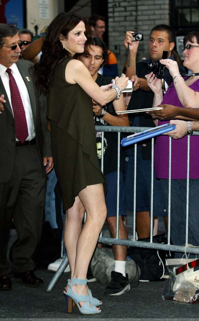 Mary-Louise Parker sexy booty