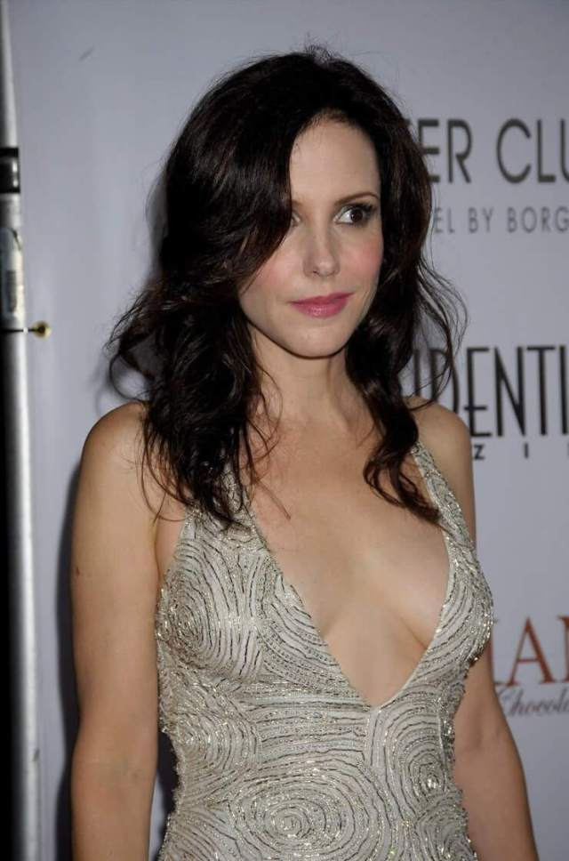 Mary-Louise Parker sexy cleavage