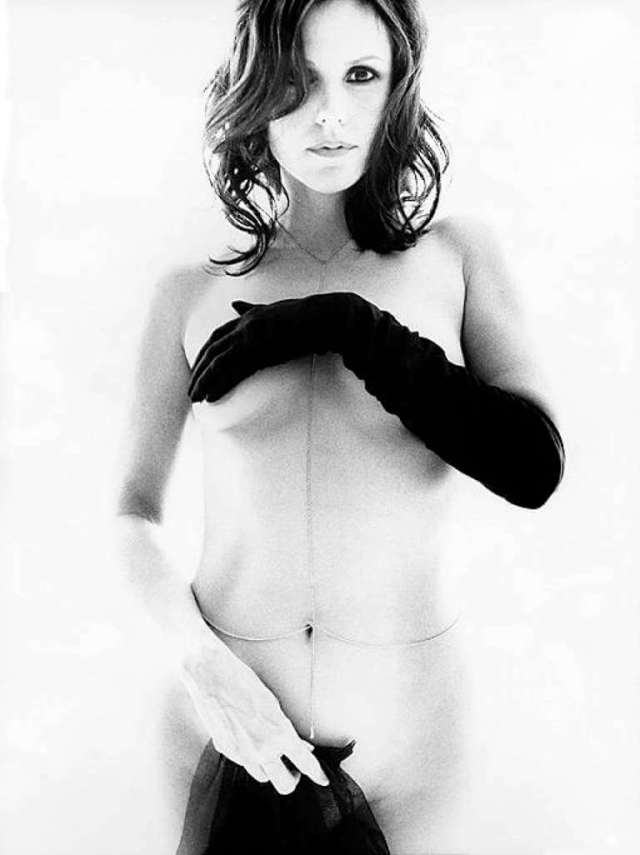 Mary-Louise Parker topless pic