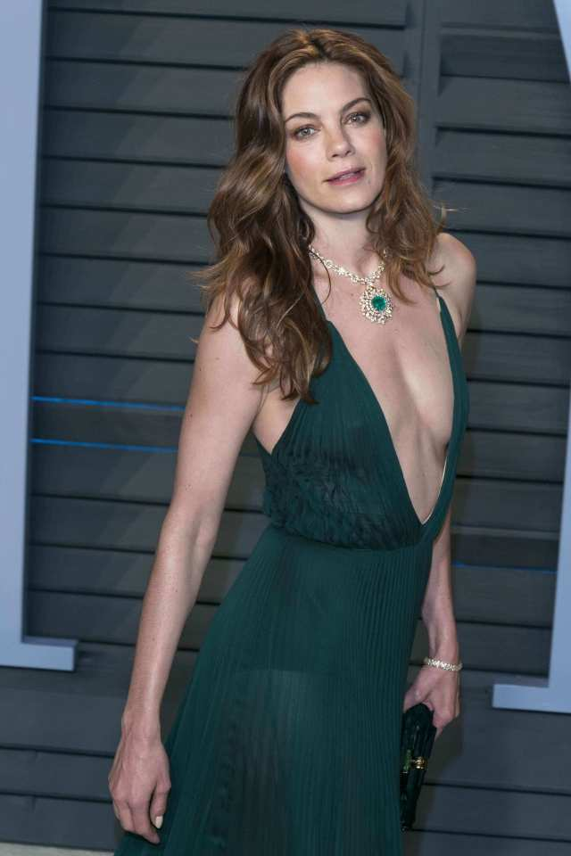 Michelle Monaghan hot cleavage pics (2)