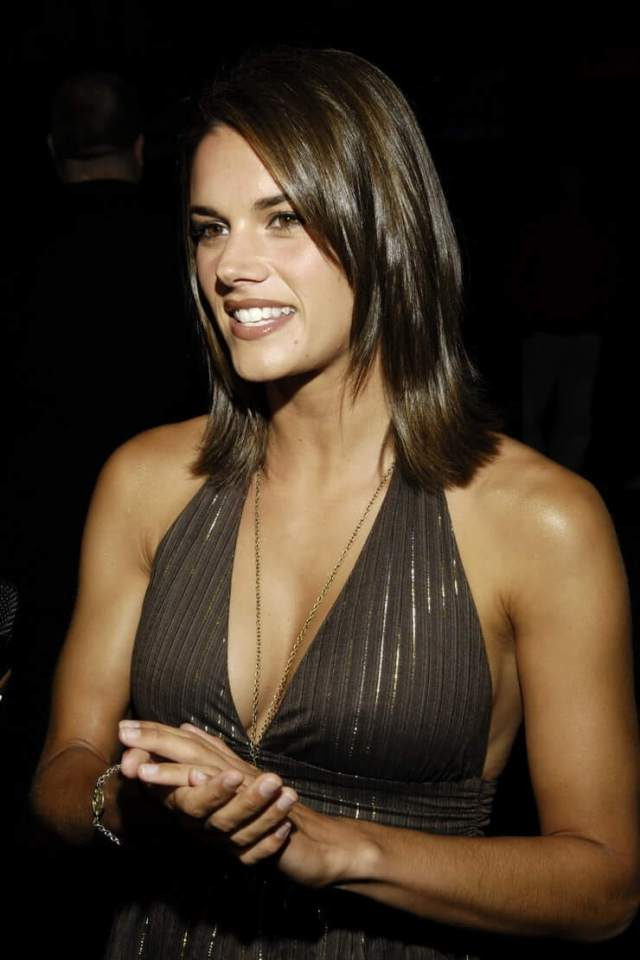 Missy Peregrym hot lokk pictures (8)
