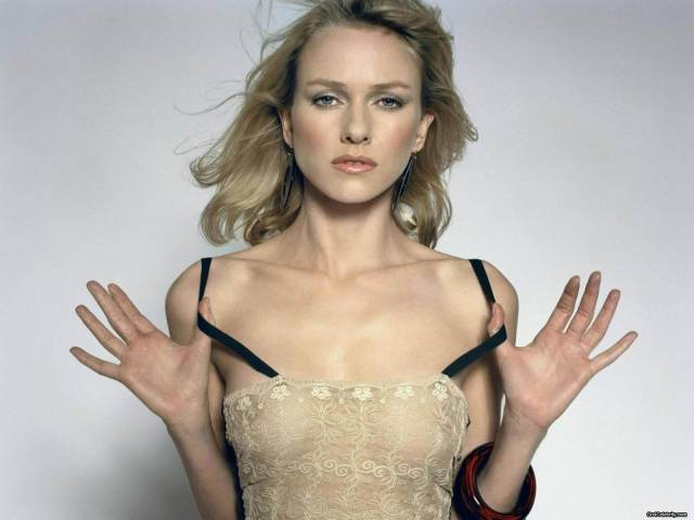 Naomi Watts awesome boobs pictures (1)