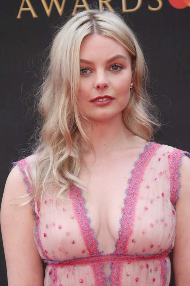 Nell Hudson sexy cleavage pics