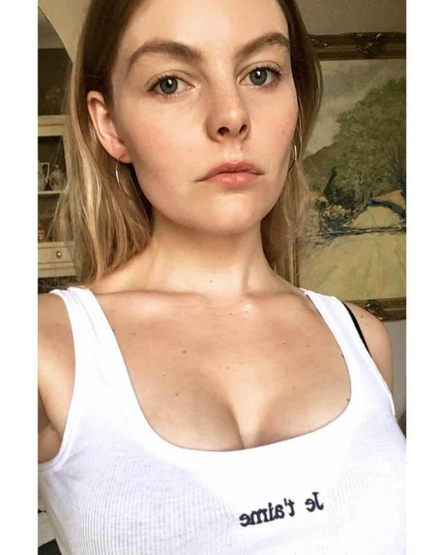 Nell Hudson sexy cleavage
