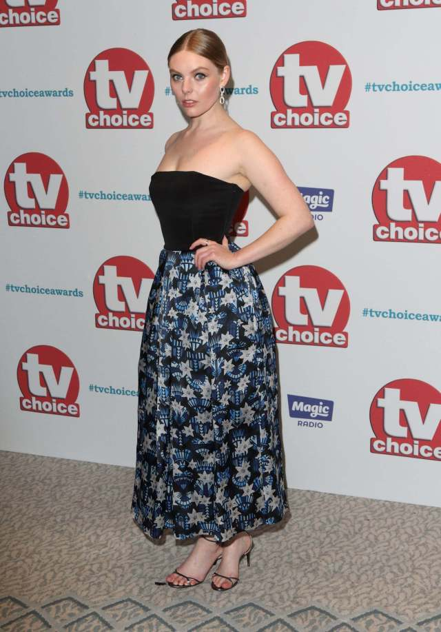 Nell Hudson side look pics