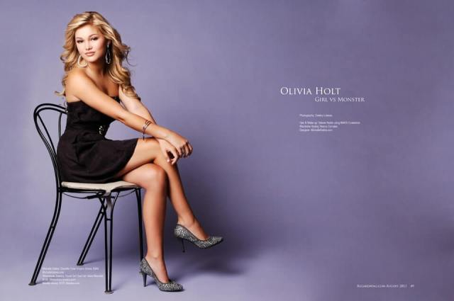 Olivia-Holt-on-chair
