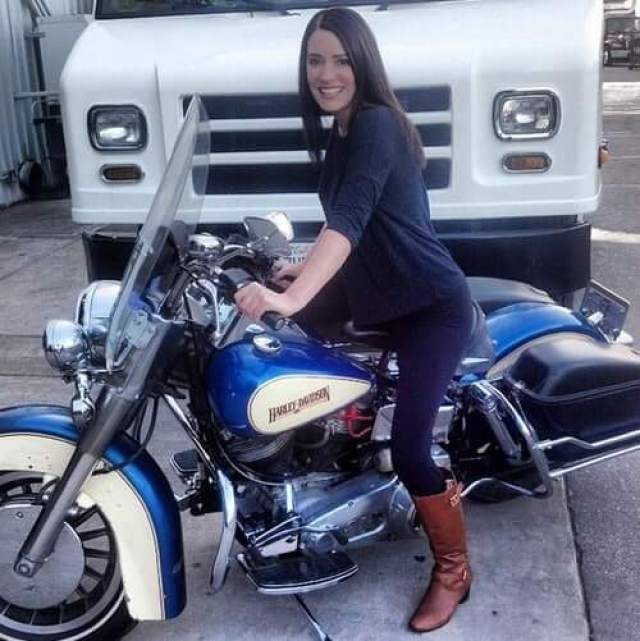 Paget Brewster hot pics (2)