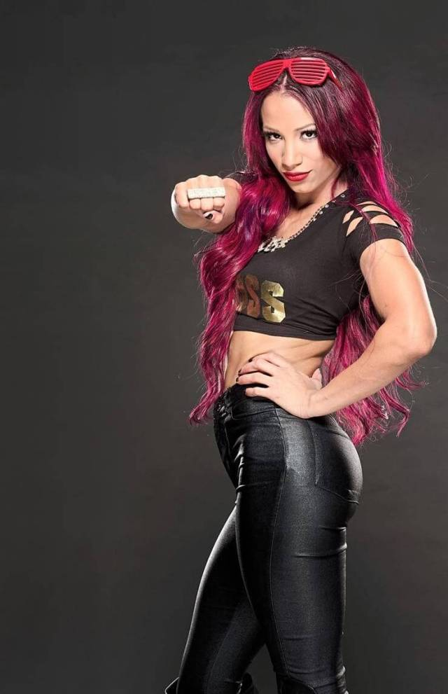 Sasha Banks hot thigh (3)