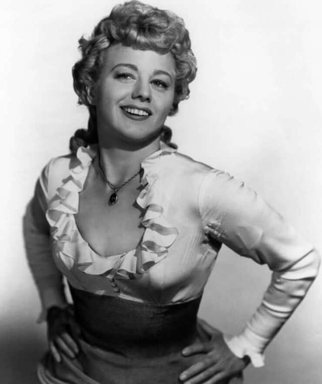 Shelley Winters hot boobs pics (1)
