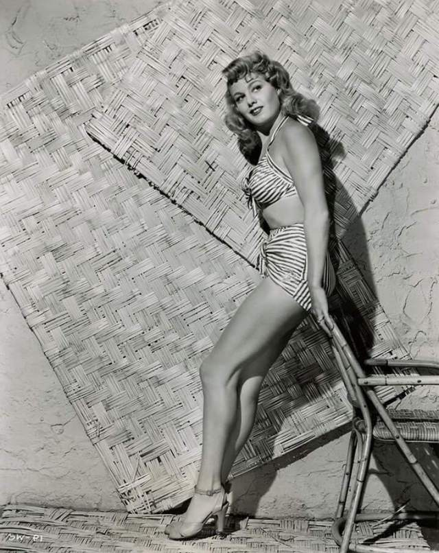 Shelley Winters sexy pics (1)