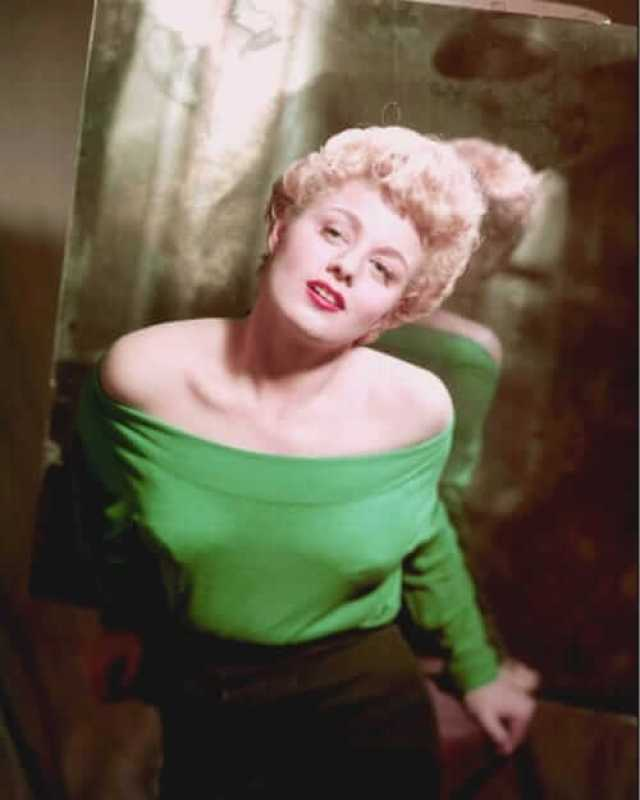 Shelley Winters sexy pictures (2)