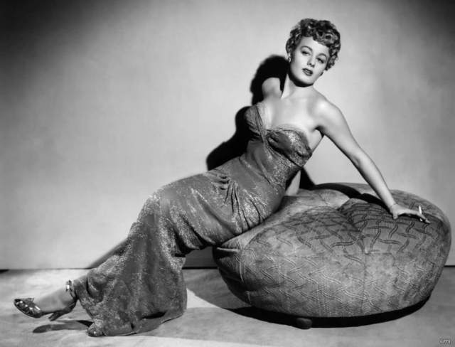 Shelley Winters sexy pictures (4)