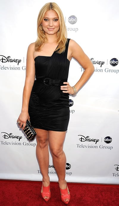 Spencer Grammer legs pic (2)