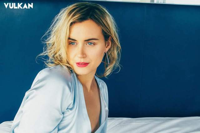 Taylor Schilling awesome (2)