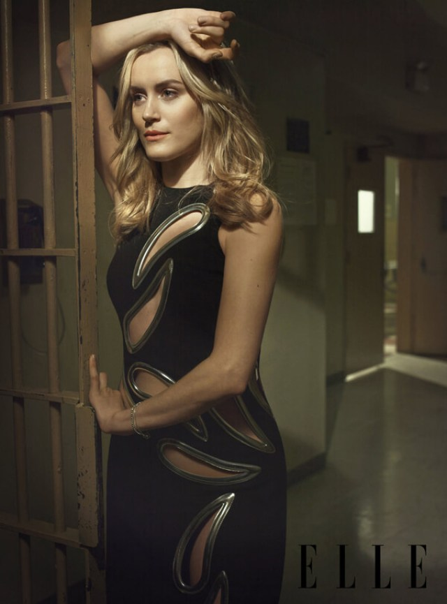 Taylor Schilling pose (3)