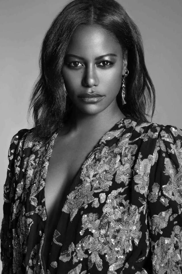 Taylour Paige cleavage (2)