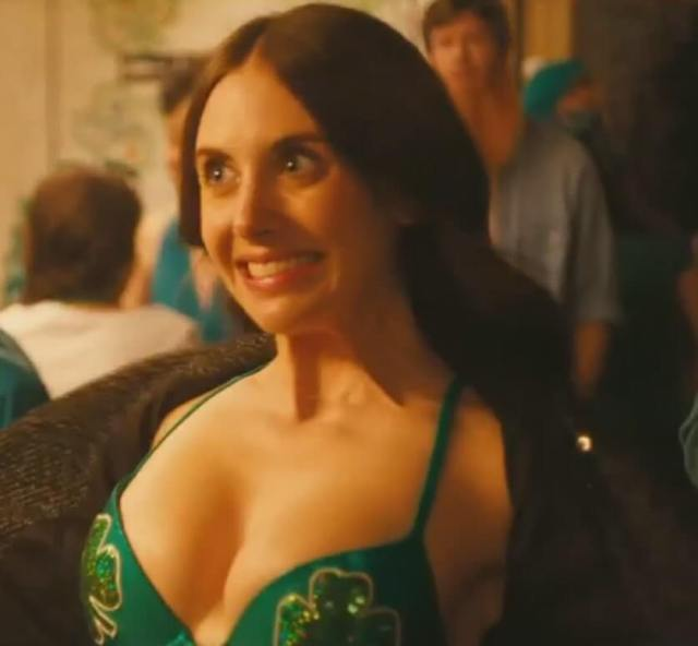 alison-brie-cleavage-pictures