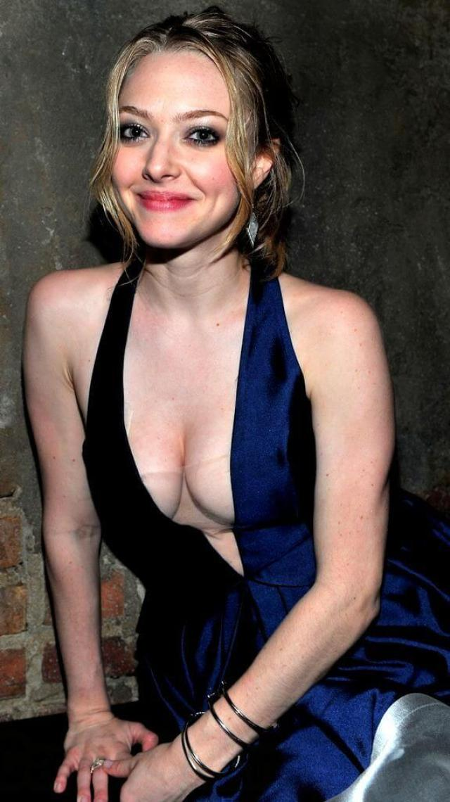 amanda seyfried boobs pictures (1)