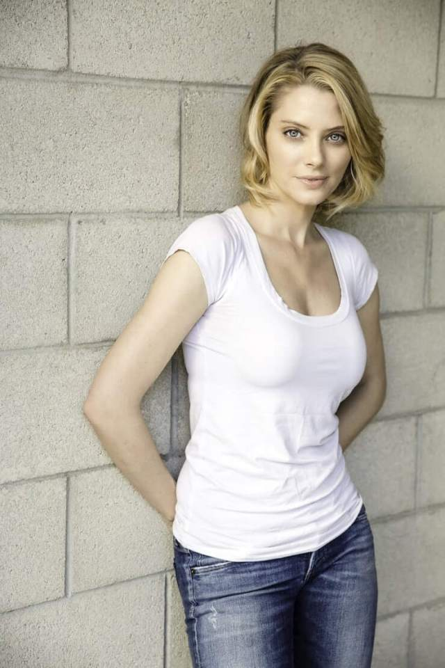 april bowlby sexy legs pictures (2)