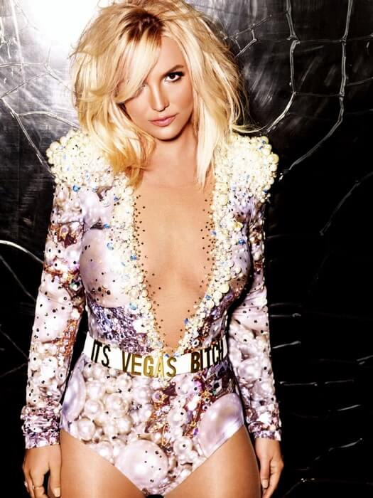 britney spears sexy cleavage pics