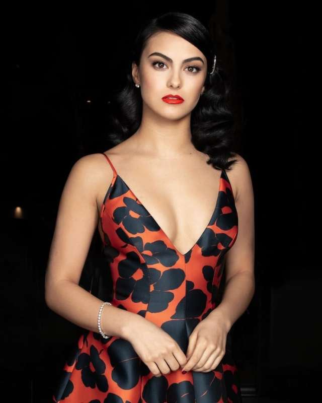 camila mendes hot cleavage (2)-