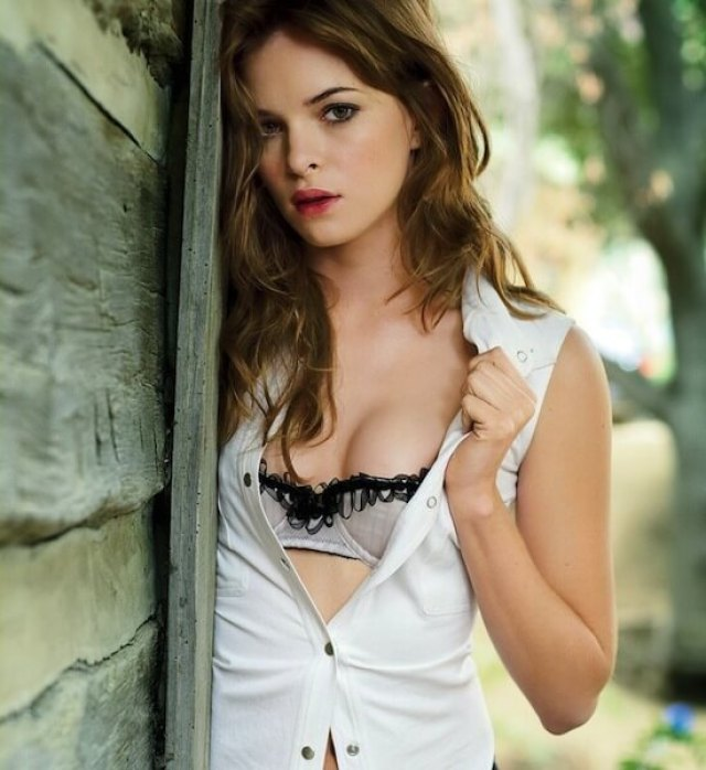 danielle panabaker hot cleavage (2)