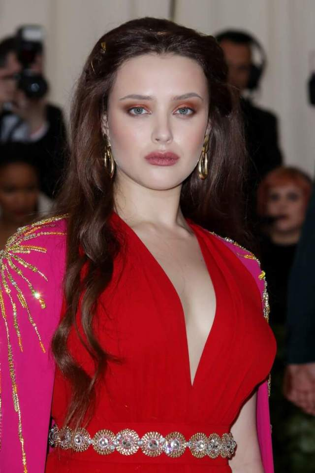 katherine langford sexy cleavage pic