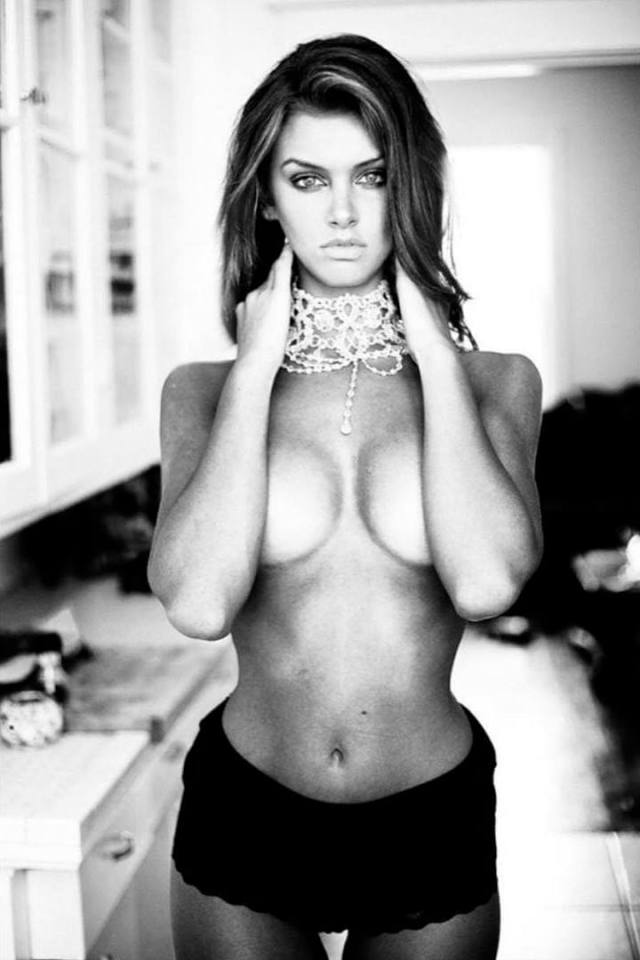 lala kent sexy topless pic