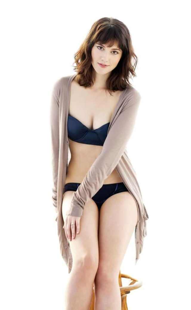 mary elizabeth winstead sexy cleavage pics (15)